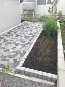 札幌市厚別区G様邸 インターロッキング・縁石花壇工事-2