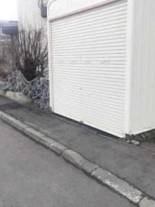 札幌市手稲区O様邸 車庫内アスファルト工事・縁石切下げ工事-1