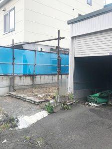 札幌市東区K様邸 ガレージ解体・ブロック塀の施工・アスファルト・ビリ砂敷設・民地石設置-1