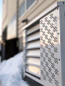 ヒルコ旭川支店 エアコン等室外機カバーユニット ヴェルアート ホワイト側面