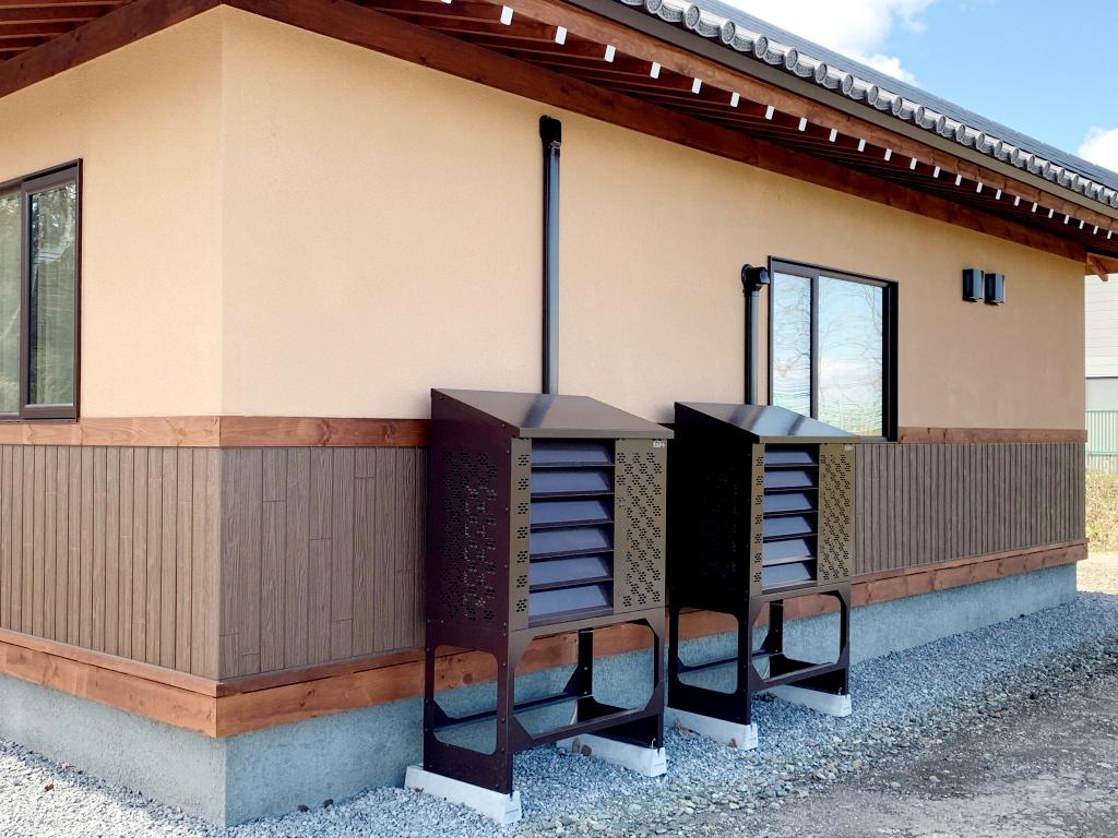 2021年4月 エアコン等室外機カバーヴェルアート(ブラウン) 設置事例 北広島市 某邸-2