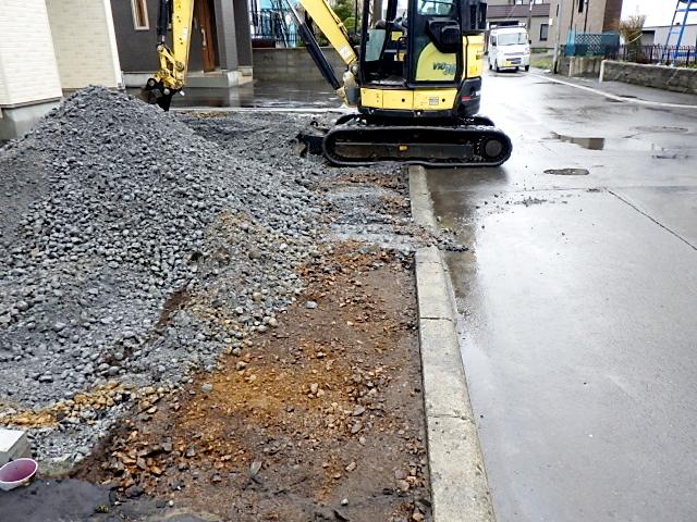 2021年4月施工 札幌市北区T様邸 プロパンガス式快冬くんⅡおよびロードヒーティング工事-1.路盤掘削中