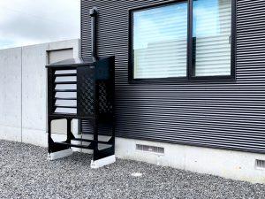 2021年7月設置 岩見沢市 O様邸 室外機カバー「ヴェルアート」-設置例3