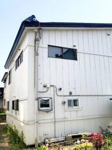 2021年7月 岩見沢市K様邸 他社屋根融雪破損のためアラスカ設置工事-施工前1