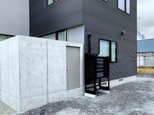 2021年7月設置 岩見沢市 O様邸 室外機カバー「ヴェルアート」-設置例2