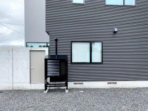 2021年7月設置 岩見沢市 O様邸 室外機カバー「ヴェルアート」-設置例1