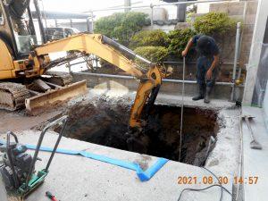 2021年9月施工 青森市 K様邸 埋設型融雪槽 快冬くんⅡ設置工事(灯油式)-1.掘削中