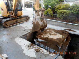 2021年9月施工 青森市 K様邸 埋設型融雪槽 快冬くんⅡ設置工事(灯油式)-3.融雪槽の埋戻し(砂)